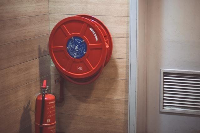 """ניהול נכון של אירועי חירום במפעלי תעשייה: לכבות את השריפה לפני שהיא פורצת –  ד""""ר עו""""ד רות דגן ועו""""ד חן תירוש, הרצוג פוקס נאמן"""
