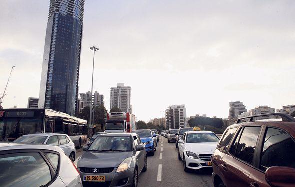 בניינים בתל אביב הסמוכים למטרו יהיו פטורים מהקמת חניונים