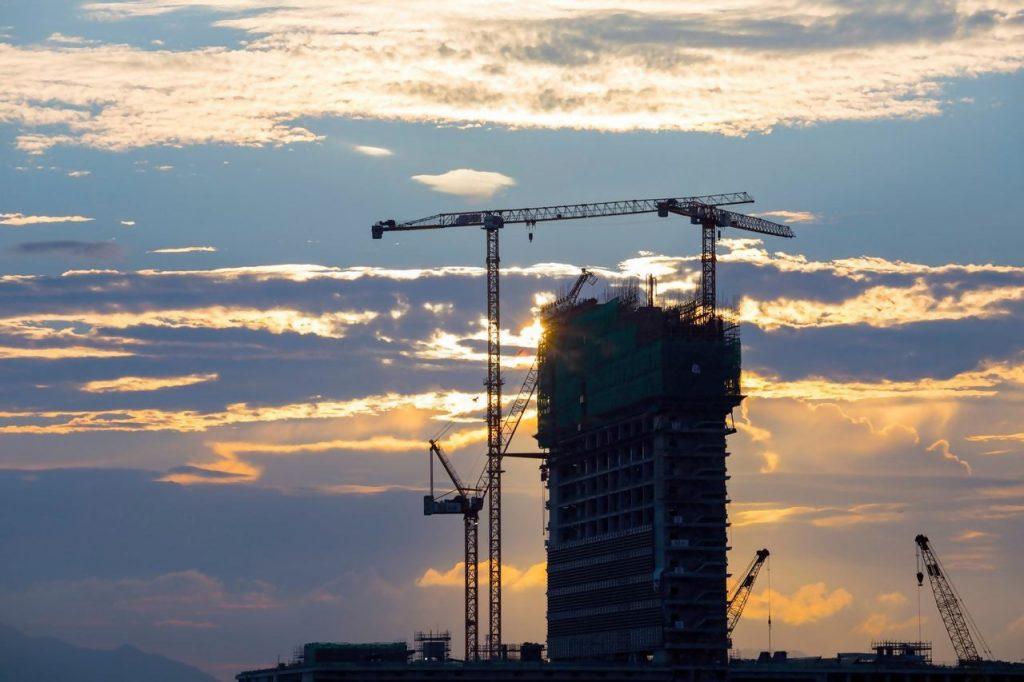עשור למחאה החברתית: זינוק של עד 50% במחירי הדירות, עלייה לא מספיקה בהתחלות הבנייה – וזינוק בביקושים לדירות