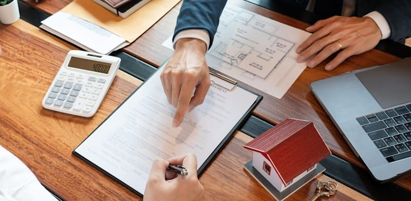 האם בעל מניות יכול למכור דירה לחברה בבעלותו לצורך כיסוי חובותיו?